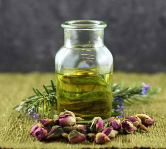 How To Make Rosemary and Sage Facial Serum