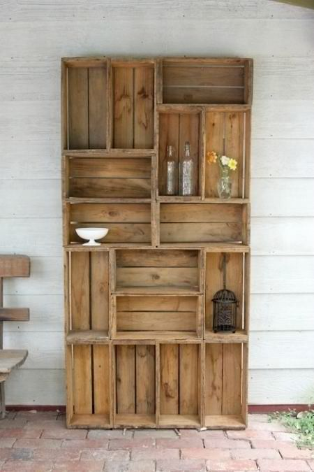 The Recycled Pallet Bookshelf